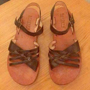 Bedstu leather sandals